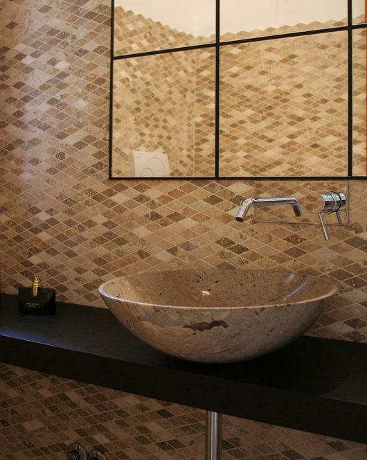 bagno in mosaico di travertino