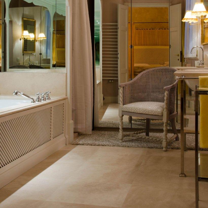 Palazzo storico fiorentino restauro e scelta pavimenti for Rivestimenti bagno classici