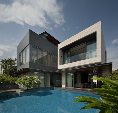 facciata in travertino , zona soggiorno e piscina