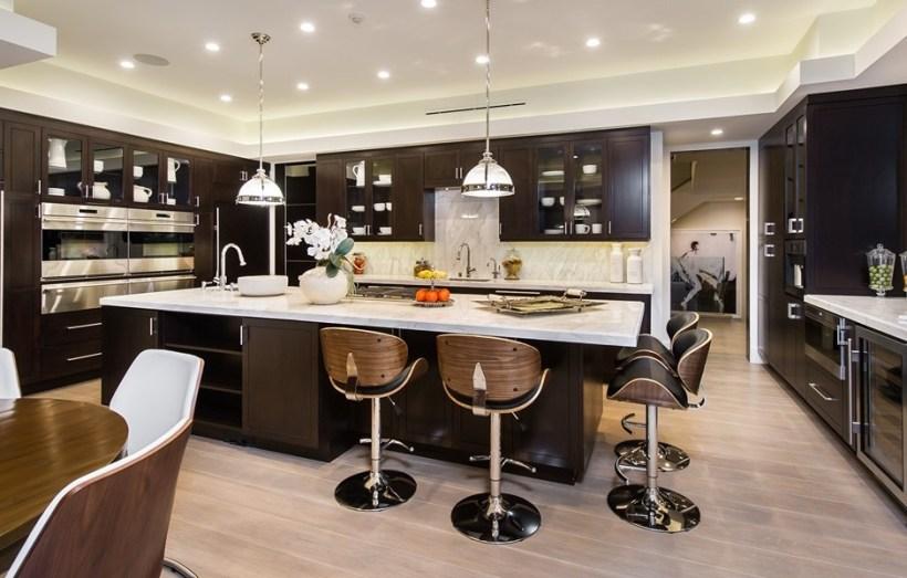 villa california cucina marmo calacatta rivestimenti