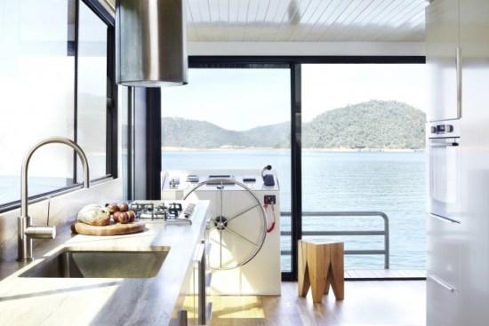 cucina con piano in travertino silver grey minimale interni