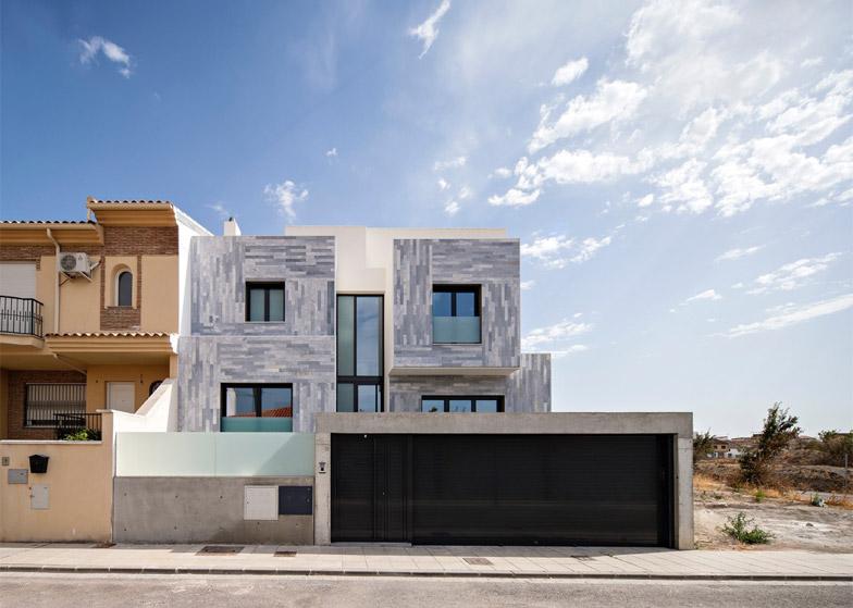 rivestimenti marmo grigio facciata