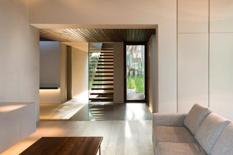 Casa-El-Bosque-by-Ramon-Esteve-spain-spagna-facciata-pietra-legno-interni-corridoio