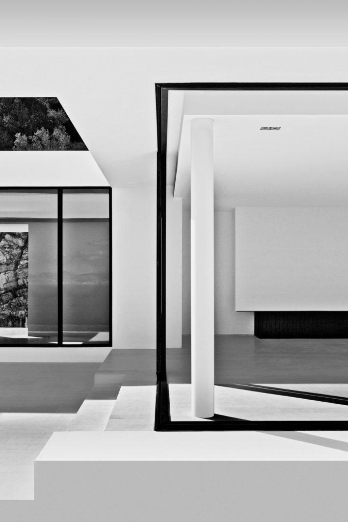 silver house dwek zacinto interni minimali bianco nero linee geometria