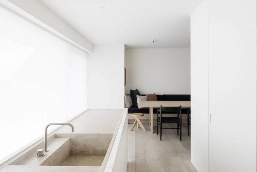 cucina-travertino-vincent-van-duysen-intenri-colori-neutri-minimal-design-travertine-kitchen-sink