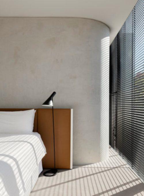 lsd_residence_camera_suite_parete_cemento_doccia_bagno