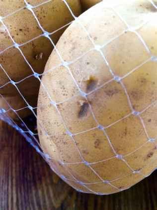 L'occhiatura della patata bianca di Cetica, non meno pregiata della Rossa