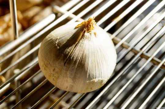 Un capo d'aglione destinato a diventare seme per la produzione successiva - ItalyzeMe CC BY-NC-ND 2.0