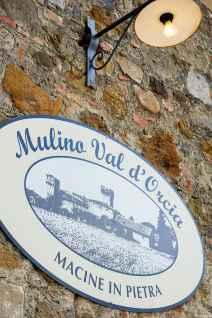 L'ingresso del Mulino Valdorcia a Spedaletto, pochi minuti da Pienza