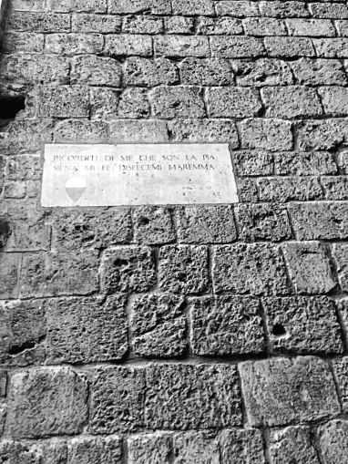 Lapide commemorativa di Pia de' Tolomei su Palazzo Tolomei a Siena - ItalyzeMe CC BY-NC-ND 2.0