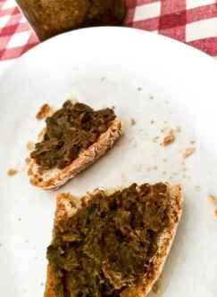 Crostino toscano con fegatini sminuzzati, non frullati