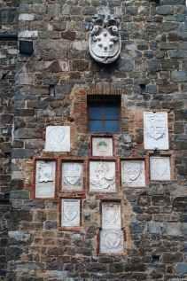 Stemmi del Palazzo di Priori a Montalcino
