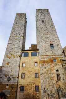 Le torri gemelle dei Salvucci in Piazza Duomo a San Gimignano