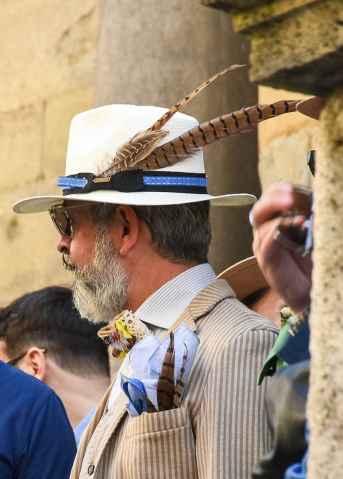 Una immagine dal raduno nazionale dandy, durante l'edizione di luglio scorso della Fiera Antiquaria Arezzo