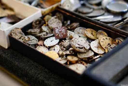 Ingranaggi e pezzi di ricambio per orologi antichi e moderni alla Fiera Antiquaria - ItalyzeMe CC BY-NC-ND 2.0