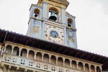 Il suggestivo orologio astronomico sulla torre della Fraternita dei Laici di Arezzo