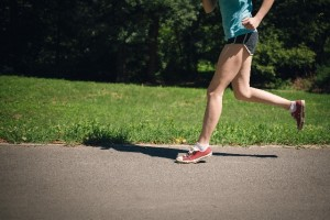 腸脛靭帯炎のストレッチ方法や原因とは?!腸脛靭帯炎は別名ランナー膝ともいいます!