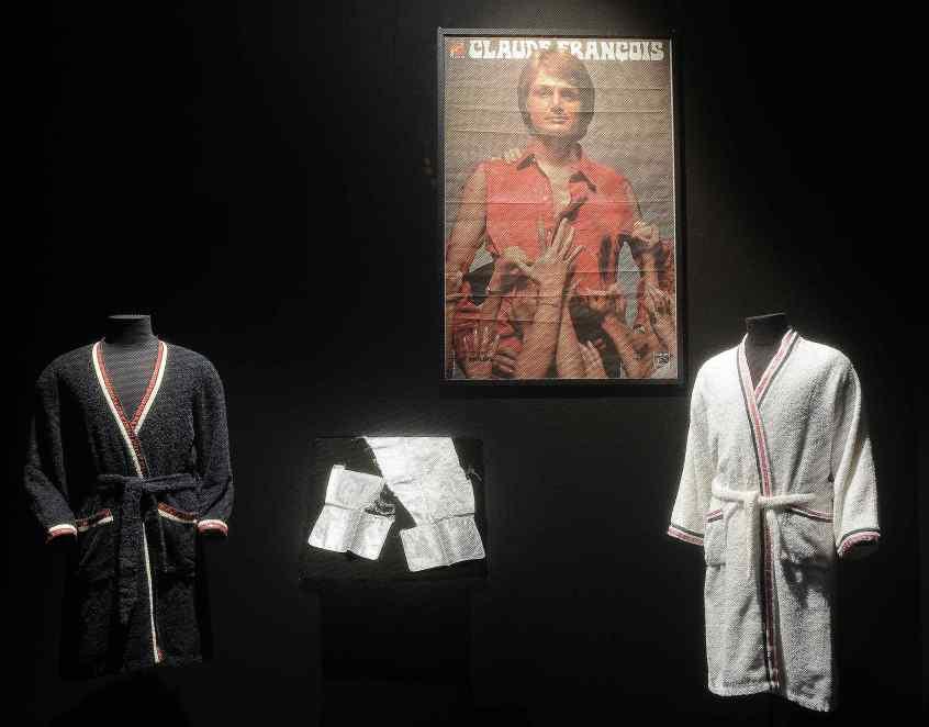 Des lambeaux de chemise de Claude François constituent malgré tout des pièces très recherchées par les collectionneurs.