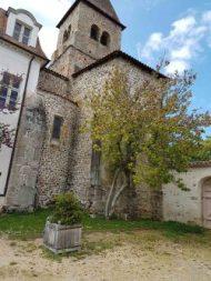L'extérieur de l'église.