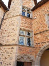 Dans cette tour octogonale du XVe siècle se tenaient les assises du juge-châtelain qui rendait la justice au nom du prieur