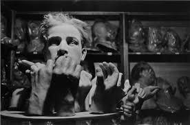 Hervé Guibert Musée Grévin, Paris, 1978 Tirage gélatino-argentique Dimensions du tirage : 17,7 x 24 cm Tampon à sec Hervé Guibert © Christine Guibert Courtesy Les Douches la Galerie, Paris N° Inv. HG18040485