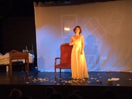 Laetitia Lebacq seule sur scène