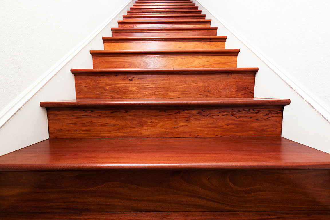 clean stairs by using vacuum cleaners