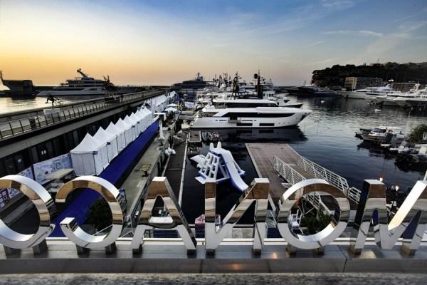 С крыши яхт-клуба Монако открывается великолепный вид на порт Эркюль.