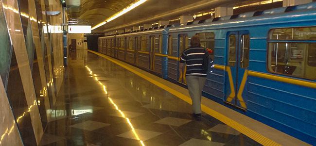 Мобильная сеть доберется до киевского метро не раньше лета 2013