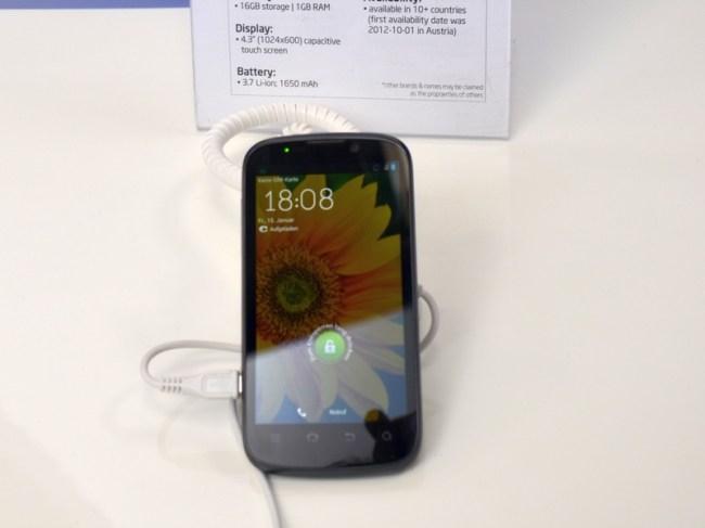 Китайский телекоммуникационный гигант ZTE объявил о сотрудничестве с Intel совсем недавно, однако уже представил первый смартфон на Atom – Grand XIN