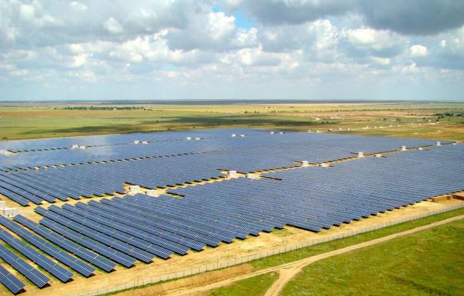 Солнечная ферма Охотниково: живописный Крым заблестел словно огромное зеркало