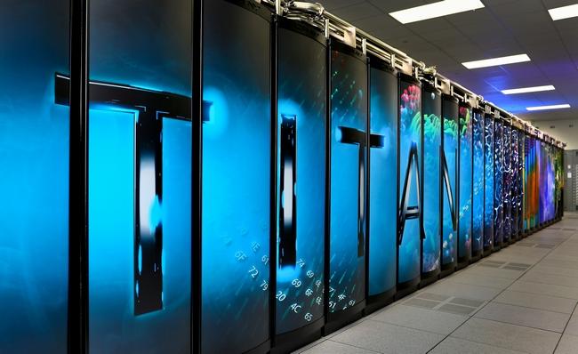 Суперкомпьютер Titan украшен стильным граффити