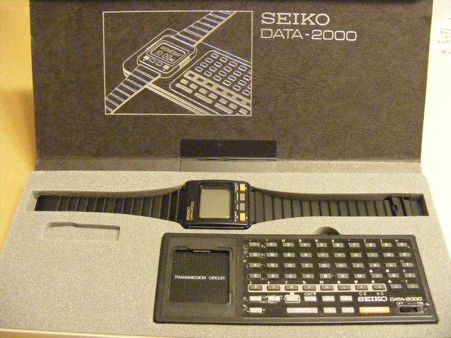 Умные часы Seiko Data 2000 с клавиатурной док-станцией(1983 год)