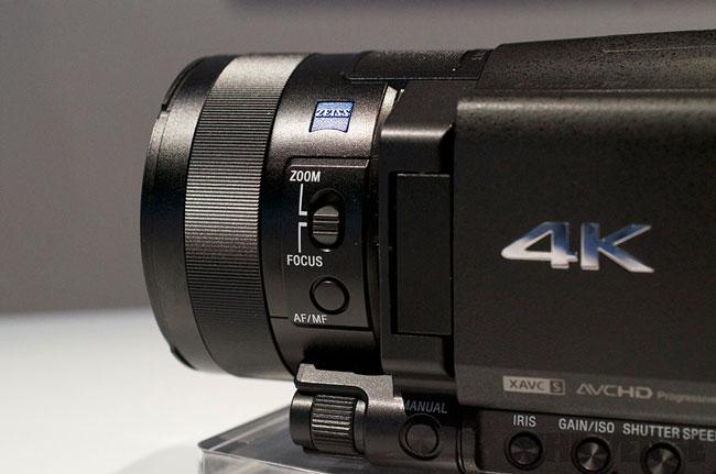 Камкордер Sony Handycam FDR-AX100 способен записывать видео в разрешении 4K