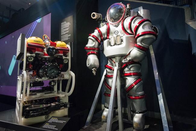 exosuit-diving-suit