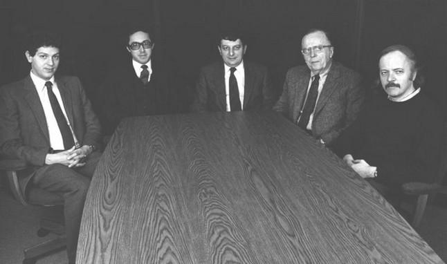 Совет директоров ранней Infocom. Крайний слева – основной из авторов Zork Марк Бланк, значившийся вице-президентом по разработке, а рядом с ним – президент компании Джоэль Берез