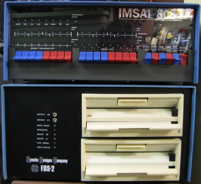 IMSAI 8080 в комплекте с двумя 8-дюймовыми дисководами