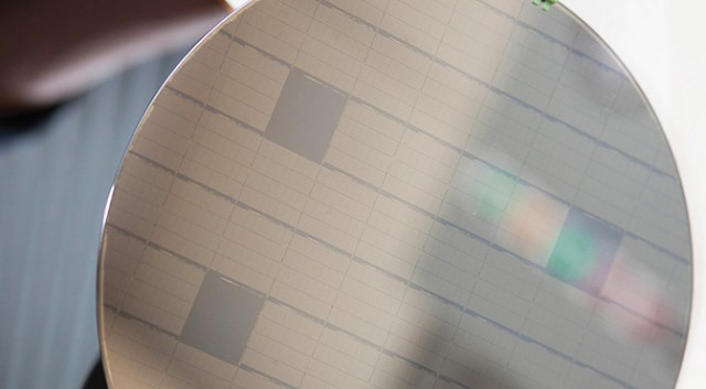 IBM_chip_wafer