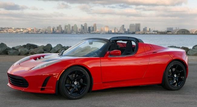 Tesla Roadster – первый автомобиль компании: яркий, но с очень узкой нишей. Теперь Tesla нацелена на массовый рынок.