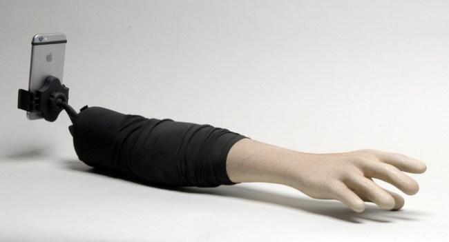 Selfie Arm - селфи-стик для одиноких женщин