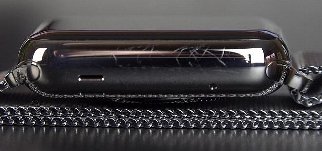 Корпус стальной версии Apple Watch быстро покрывается царапинами