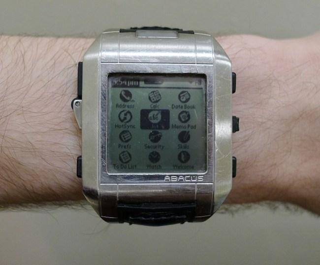 726px-Fossil_Wrist_PDA_on_wrist