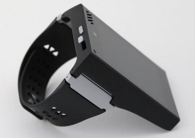 Rufus Cuff - умные часы с 3,2-дюймовым дисплеем