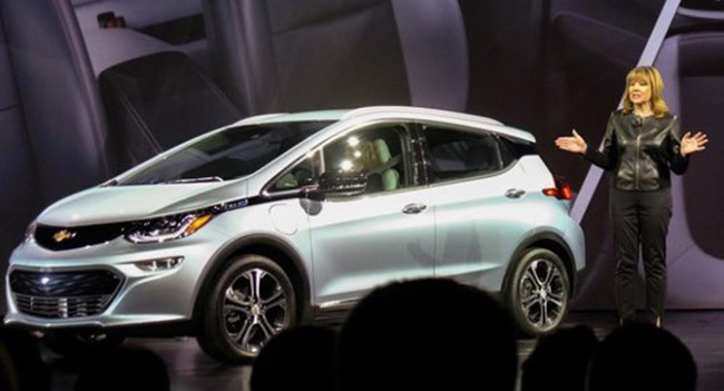 General Motors показала потребительскую версию электромобиля Chevy Bolt с запасом хода в 200 миль