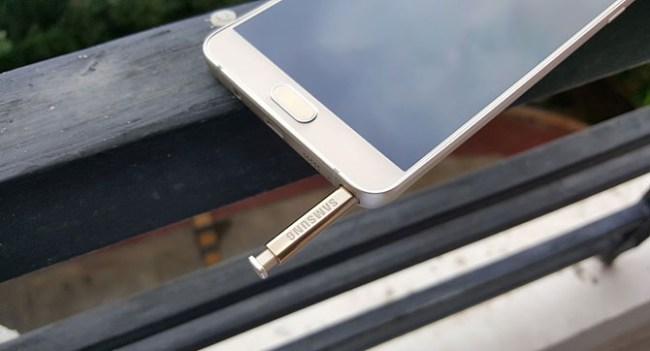 В Samsung исправили проблему в в стилуе из комплекта Galaxy Note 5, вызывавшую поломку при неправильной установке