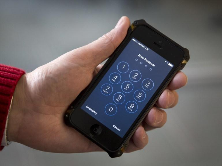ФБР нашло предполагаемый способ разблокировать iPhone террориста без помощи Apple