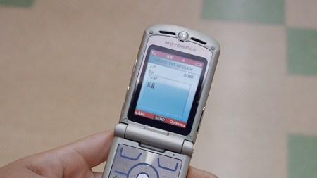 В тизере презентации новых смартфонов Moto снялась легендарная раскладушка Motorola RAZR