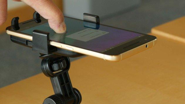 force-feeling-phone-software-lets-mobile-devices-sense-pressure-orig-20160526