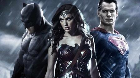 Расширенная версия «Бэтмен против Супермена: на заре справедливости» обещает еще больше интенсивного экшена и более 30 минут дополнительных материалов