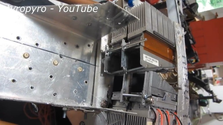 23-летний студент из США разработал 200-ваттную лазерную базуку